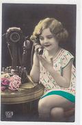 Altes Telephon Mit Mädchen - Handcol.     (170331) - Cartes Postales