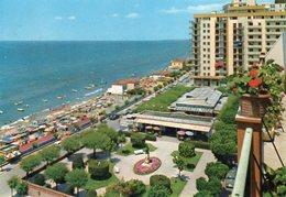 FOLLONICA - Spiaggia E Piazza E. Socci - Italia