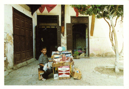 MAROC - JEUNE VENDEUR DE FRIANDISES - MEDINA DE FES - JUILLET 1989 - MUTH90/11 - 300EX - Fliegende Händler