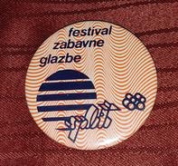 SPLIT, SPALATO CROATIA- POP MUSIC FESTIVAL 1988. ORIGINAL VINTAGE BIG BADGE - Cities