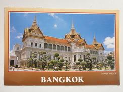 Postcard The Royal Grand Palace Bangkok Thailand & 1992 Stamp My Ref B2876 - Thailand