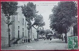 Rare Cpa 46 , LIVERNON , Animée , LES ECOLES ,1913 ,  ENFANTS DANS LA COUR DE RECREATION, INSTITUTEUR ,élèves - Livernon