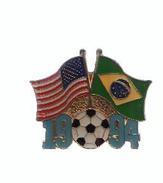 PINS: MUNDIAL DE FUTBOL EEUU/ USA 1994 - Bandera De USA Y BRASIL - Pin