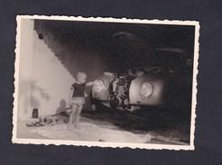 Photo Originale Snapshot Un Jeune Mecanicien Voiture Automobile DKW Type F91 Capot Ouvert Enfant - Cars