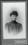 SUISSE PHOTO CDV Ca. 1890  Portrait Jeune Femme Photographe Edwin Jucker Herisau Appenzell - Photographs