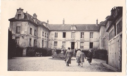 26193 Photo De 1937 Mantes Cour Hotel De L'Ile Aux Dames France 78 -Mme Muchamblas - Lieux
