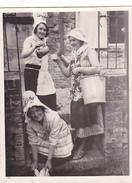 26194 Photo De 1928 Suisse Neuchatel 1928 -femme Deguisement Fermiere - Lieux