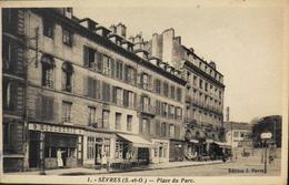 CPA.- FRANCE - Sèvres Est Situé Dans Le Départ. Des Hauts-de-Seine - Place Du Parc - Daté 1946 -TBE - Sevres