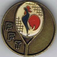 Médaille  Broche Tennis  Coq   FFT  Beraudy  Ambert  30 Mm - Habillement, Souvenirs & Autres