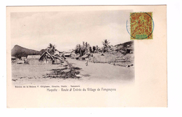 Mayotte + Timbre Cachet 1908 Route Et Entrée Du Vilage De Fongouzou , Timbre Madagascar Et Dependances - Mayotte