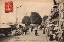 76 CAUDEBEC-en-CAUX Les Quais Un Jour De Marché (timbre Perforé CNE) - Caudebec-en-Caux