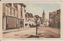 D35 - COMBOURG - LA GRANDE RUE  - (FONTAINE - MAGASIN A LA PROVIDENCE) - Combourg