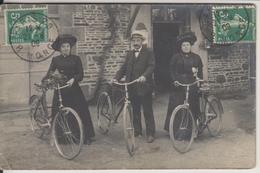 D35 - COMBOURG ?? - CARTE PHOTO - FAMILLE SAVOURE  DE COMBOURG - Combourg