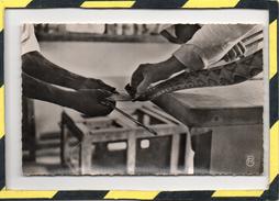 "A.O.F.. - . PRISE DE VENIN DE "" BITIS "" A L'INSTITUT PASTEUR DE KINDIA - CARTE NON CIRCULEE - French Guinea"