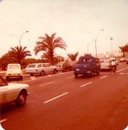 Photo Originale Combi Volkswagen, Type 2, Transporter Ou Encor VW Bus Dans Sa Version Pick-up, Dyane, Ford & Fiat 1980 - Cars