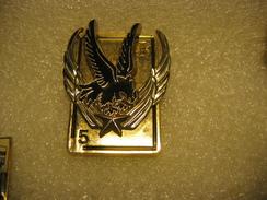 Pin's Du 5eme Régiment D'Helicopteres De Combat. Pin's Double Moule Et Double Attaches (1 Attache Cassée). Référence G28 - Army