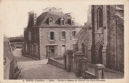 29 - SANTEC - Eglise - Porche Et Annexe De Hôtel Du Gulf Stream - France