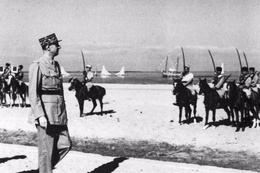 Militaria WW2 - Le Général  De Gaulle Inspecte Les Tcherkesses Au Levant - 1939-45