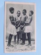 Petites Salomonaises Admirant Leur Portrait (Océanie) - Anno 19?? ( Zie Foto Details ) !! - Salomon