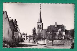 SAVIGNY 52 ( LA PLACE DE L' EGLISE ) 1956 - Autres Communes