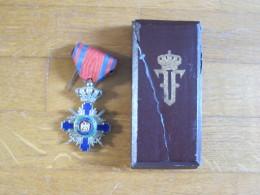 Medaille Avec Couronne Et Aigle  émail  Avec Boite    à Identifier