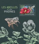 CENTRAFRICAINE 2013 SHEET BEES PEONIES INSECTS FLOWERS ABEILLES PIVOINES INSECTES FLEURS BIENEN ABELHAS ABEJAS Ca13423b - República Centroafricana