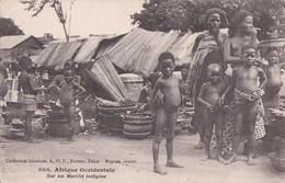 CPA NU ETHNIQUE PHOTO FORTIER  Jeunes ENFANTS NUS Afrique Occidentale MARCHE Indigène FEMME Seins NUS - Afrique Du Sud, Est, Ouest