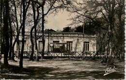 CPA-17-1950-FOURAS LES BAINS-Le CASINO-SOUS BOIS-BE - Fouras-les-Bains