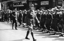 Militaria WW2 -  Le Général De Gaulle Passe En Revue Les Troupes De La France Libre à Londres Le 14 Juillet 1940 - 1939-45
