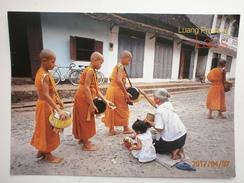 Postcard Offerings Luang Prabang Lao PDR Laos  My Ref B2917 - Laos