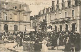 Villeneuve Sur Lot Place De La Mairie Un Jour De Foire Tres Animee Circulee En 1906 Timbre Decollé - Villeneuve Sur Lot