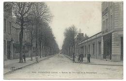 CPA - PITHIVIERS, ENTREE DE L' AVENUE DE LA REPUBLIQUE - Loiret 45 - Animée, écrite - Imp. E. Le Deley - Pithiviers