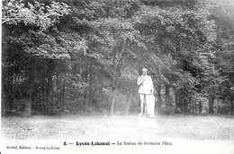 Sceaux. La Statue De Germain Pilon Dans Le Parc Du Lycée Lakanal. - Sceaux
