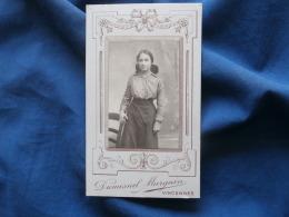 Photo CDV  Dumesnil Marguin à Vincennes  Jeune Fille Coiffée D'un Catogan - (Souvenir Nièce Armelle Juin 1915)- L301A - Persone Anonimi