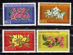 ANTILLES NEERLANDAISES  332/335** Fleurs Surtaxe Au Profit De L´enfance