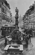 BERN → Tram Beim Gerechtigkeitsbrunnen Und Fuhrwerk Mit Holz Geladen, Ca.1910 - BE Berne