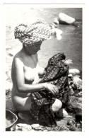 Jeune Femme à La Rivière (Guatemala) - Asia