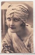 France Old Uncirculated Postcard - Woman - Ansichtskarten