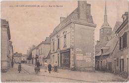LE LION D'ANGERS ( M. Et L. ) - Rue Du Marché, Publicité Chocolat Gaucher, Elixir Combier, Personnages ( Carte Animée ). - Otros Municipios