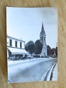 C.P.A. 33 SAINT-JEAN D'ILLAC : L'Eglise Et Le Carrefour Central, L' Oustal, 2CV, En 1967 - Autres Communes