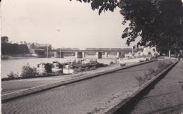 CPSM Dentelée En PF De  ASNIERES  (92)  -  Bords De Seine Avec  3 PENICHES  Accostées      //  TBE - Asnieres Sur Seine