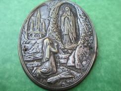 Médaille Religieuse/Plaque Emboutie Laiton Argenté/B. Soubirou/Je Suis L'Immaculée Conception//Début Vingtiéme   CAN263 - Religione & Esoterismo