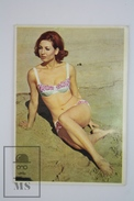 1970 Small/ Pocket Calendar - Young Pin Up Bath Suit Red Hair Model On The Beach - Calendarios