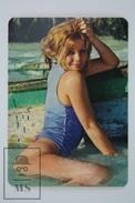 1975 Small/ Pocket Calendar - Sexy Blonde Girl - Calendarios