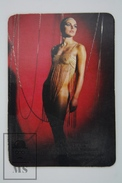 1974 Small/ Pocket Calendar - Sexy Lady In Chain Dress - Tamaño Pequeño : 1961-70