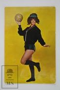 1970 Small/ Pocket Calendar - Sexy Brunette Vintage Girl With Football Ball In Hand - Calendarios