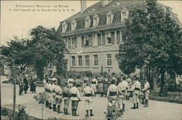 AK Speyer, Infirmerie-Hopital De Spire, Le Concert De La Nouba Du 64e R. T. M., Um 1925, Papierabschürfung Mittig (7990) - Speyer