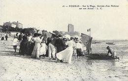 Fouras - Sur La Plage, Arrivée D'un Pêcheur Sur Son Accon - Carte L.C. N° 16 Non Circulée - Fouras-les-Bains