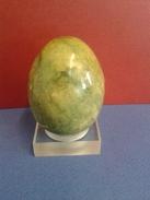 Oeuf En Marbre Avec Nuances De Vert Et Jeune De Collection - Eggs