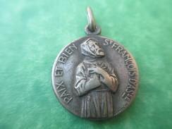 Médaille Ancienne Religieuse/ND De Sainte Paix /CAEN/St François D'Assises/ Reimon/Début 20éme   CAN273 - Religion & Esotericism
